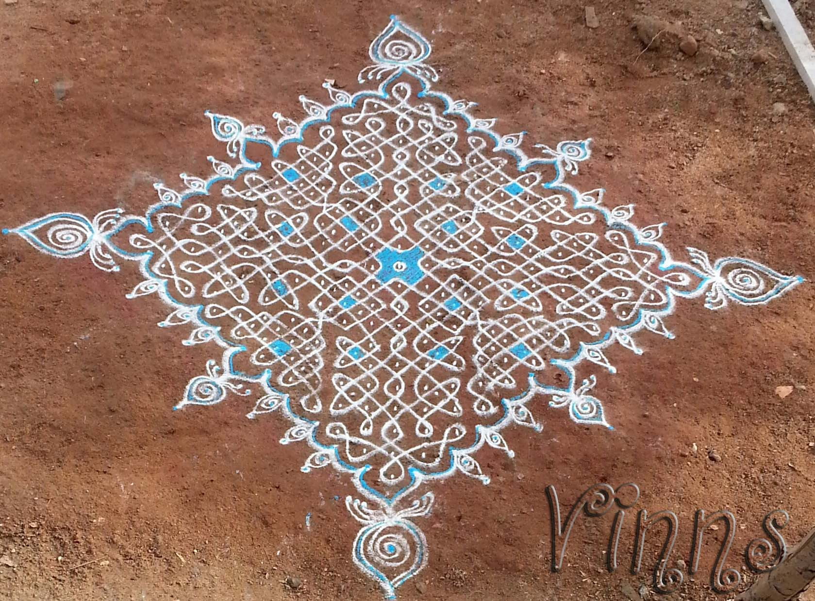 Sikku kolam in Blue