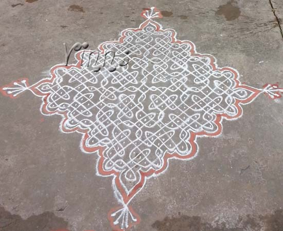 Sikku Kolam With 20 Dots