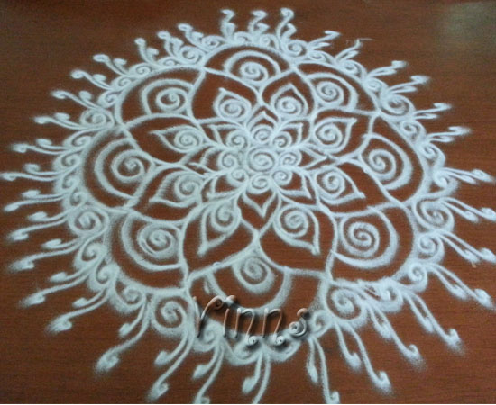 Small simple daily kolam